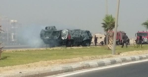 عاجل انفجار مدرعة للشرطة بمدخل مدينة المنيا الجديده امام مبني ادارة مرور المنيا