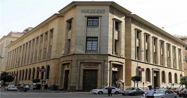 البنوك تخطر عملاءها بفرض رسوم على السحب والاستعلام آخر يونيو