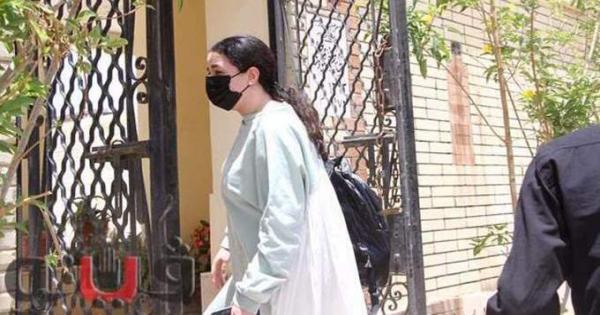 للمرة الثالثة.. إيمي سمير غانم توثق زيارتها لقبر والدها بهذه الطريقة