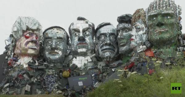 تمثال من النفايات الإلكترونية لقادة مجموعة الدول الـ 7 يظهر بالقرب من موقع القمة