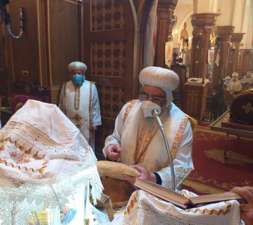 بالصور.. إيبارشية الفيوم تحتفل بعيد القديس الأنبا إبرآم ورسامة 7 قمامصة